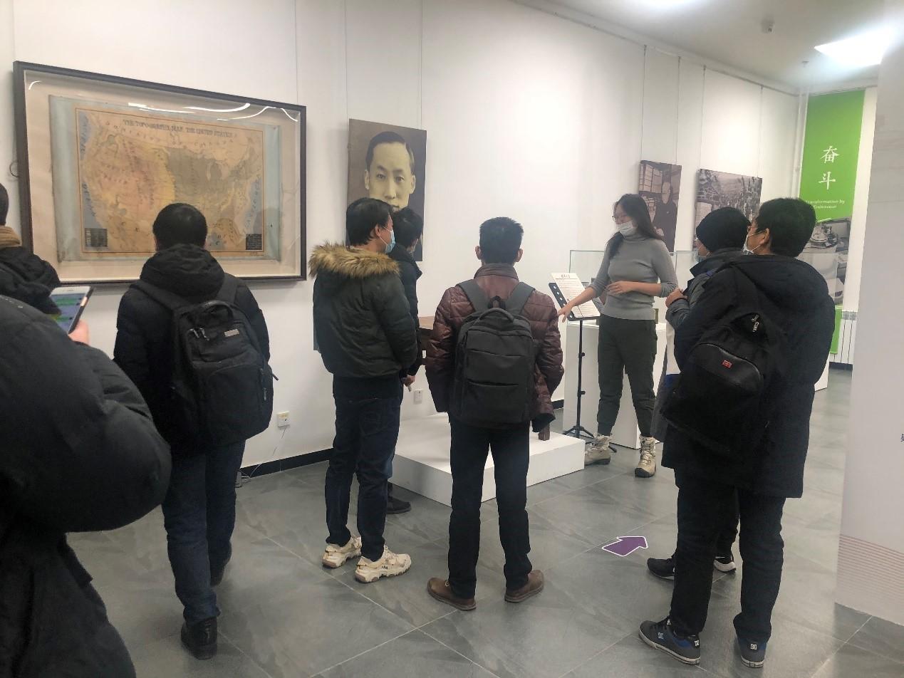 清华大学领航工作站青年骨干教师参观展览