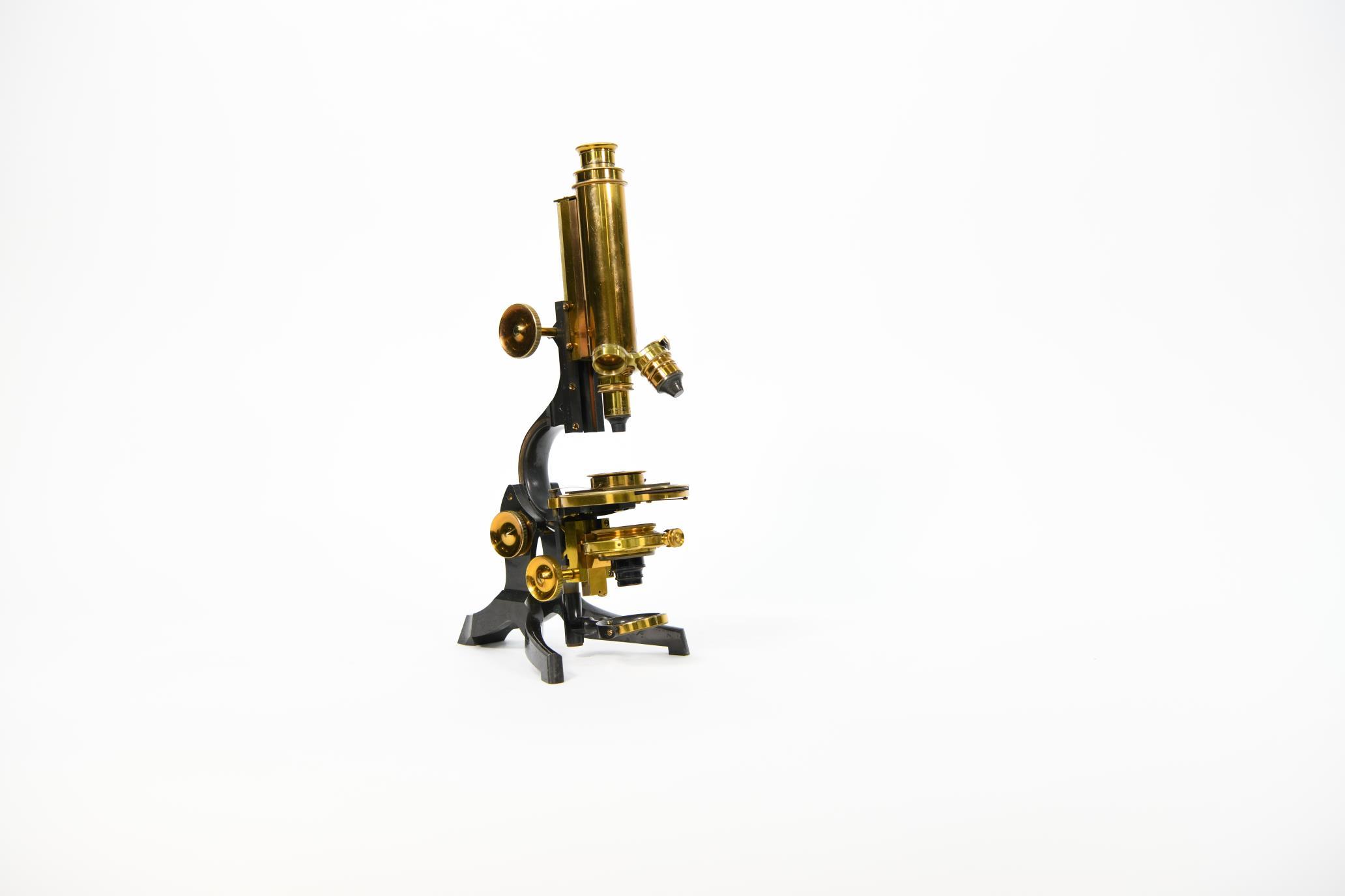 罗茁校友、潘建岳校友资助我馆购买一批科学仪器
